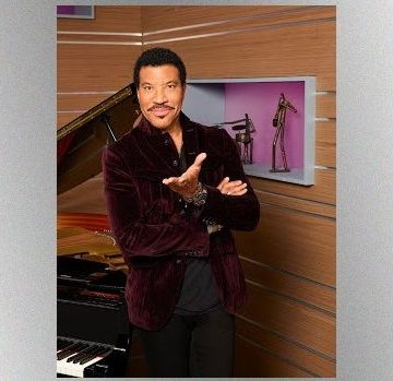 Lionel Richie Pranked By Stevie Wonder