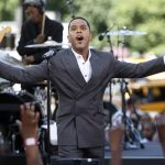"Singer Maxwell performs for ""The Early Show"" in New York, Wednesday, July 8, 2009.  (AP Photo/Seth Wenig)"