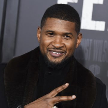 Usher Accused of Throwing Fake Money in Club