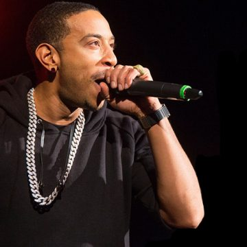 Ludacris buys Groceries for Affluent Shoppers