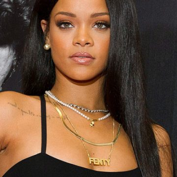 Rihanna Scores Her First Fashion Award
