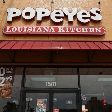People With Gun Demand Popeyes Chicken Sandwich