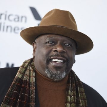 Cedric The Entertainer Makes Singing Debut On Christmas Album!