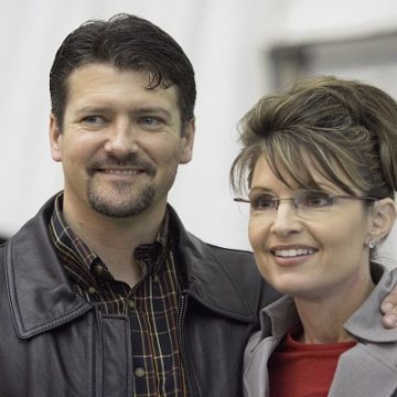 Sarah Palin's Husband Files For Divorce!