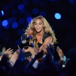 Ouch! Beyonce Rips Ear During Concert!