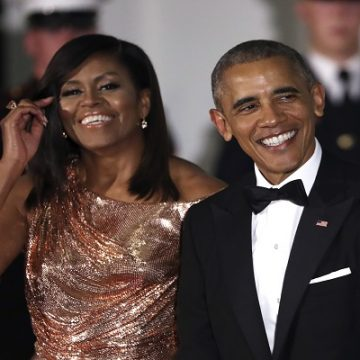 Barack & Michelle Obama In Talks With Netflix To Create Shows!