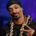 Snoop Dogg helped out a stranded motorist in Los Angeles on Sunday