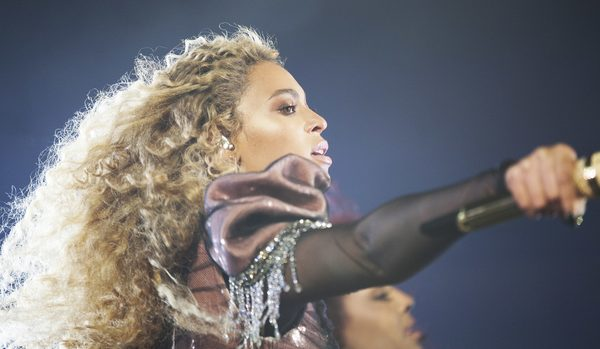 Beyonce had to be rescued from a malfunctioning stage