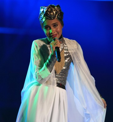 Congrats to singer Yuna on her engagement to Adam Sinclair