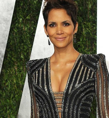 Everybody calm down Halle Berry is NOT pregnant