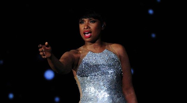 A man threw a shoe at Jennifer Hudson but before you get mad