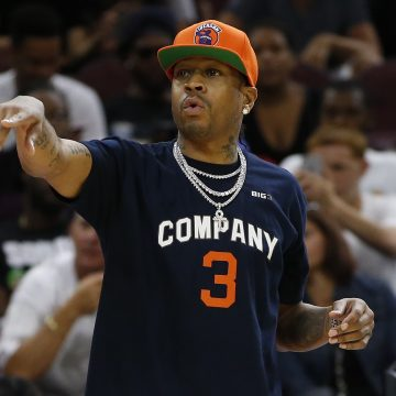 Allen Iverson Apologizes to Ice Cube for Skipping Out on Dallas Last Sunday
