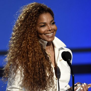 Janet Jackson's Nose Appears to Be Collapsing on Her