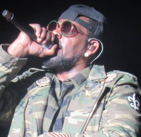 R Kelly Was Robbed by Someone He's Known for 25 Years