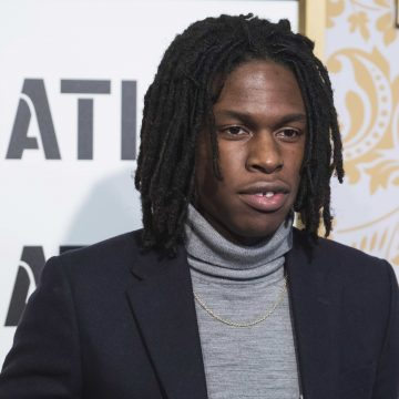 Daniel Caesar is apologizing for offending people on social media