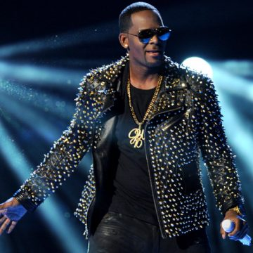 R Kelly Helped a Couple Announce They're Having a Baby